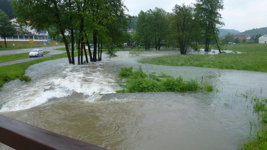 Auch der Heiligenstädter See im Leinleitertal trat über seine Ufer und...