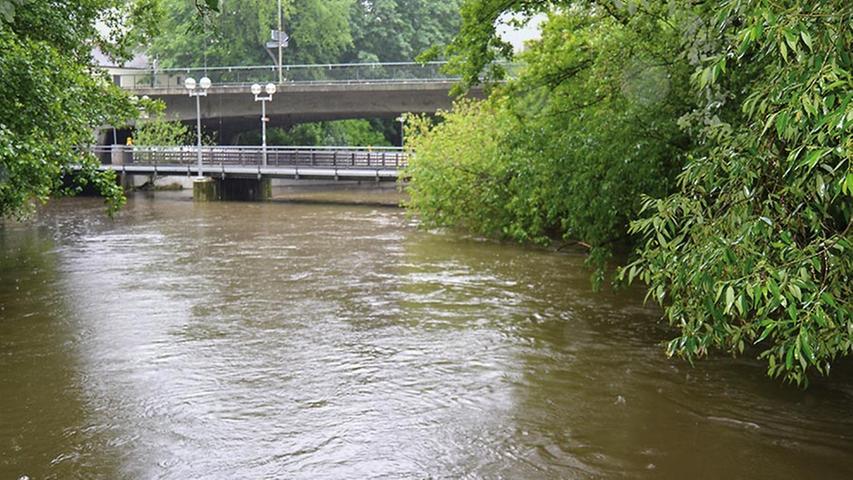 Der Wasserstand der Pegnitz zeugt schon jetzt vom Regen der letzten Tage.