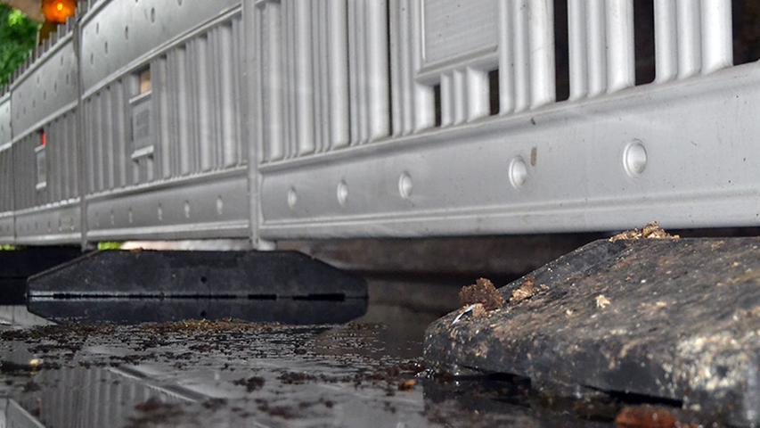 Teile der Steubenbrücke sind wegen des Hochwassers gesperrt.