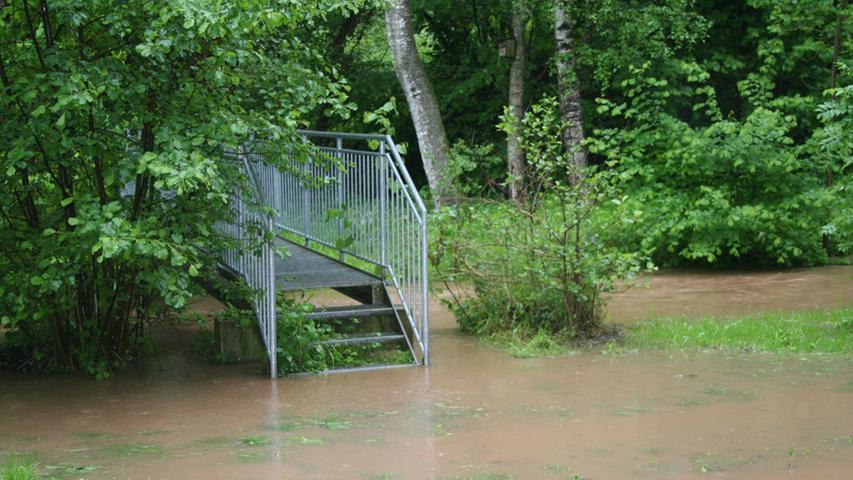 Die Flut im Stadtpark Hilpoltstein ist das Resultat der starken Niederschläge der letzten Tage.