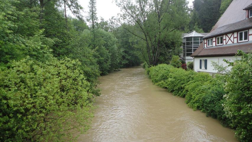 Vor allem die Anrainer an den Fluss hofften wohl auf sinkende Pegel.