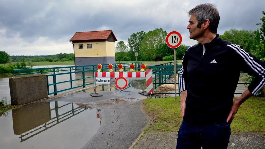 Der Leiter der Laufer Mühle, Michael Thiem, hat in den vergangenen 20 Jahren oft Hochwasser erlebt - ein starkes Hochwasser im Mai jedoch ist ungewöhnlich.