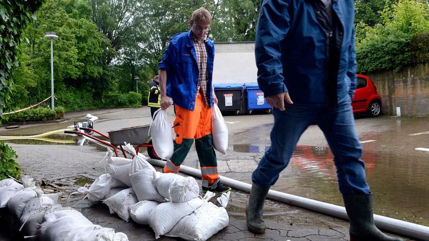 ...dass viele Straßen von Wassermassen überflutet wurden.