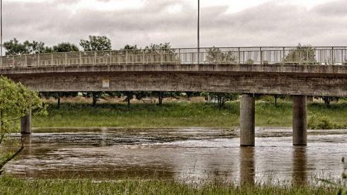 Auch hier verläuft der Main normalerweise zwischen den Brückenpfeilern.