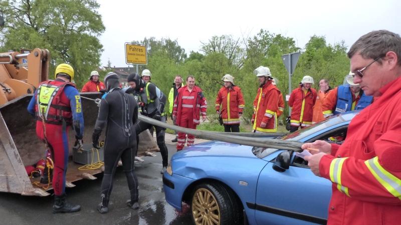 Insgesamt waren circa 50 Helfer von Feuerwehr (Reinhardshofen, Neustadt/Aisch und Uehlfeld), Rettungsdienst, Wasserwacht und DLRG an der Rettungsaktion beteiligt.