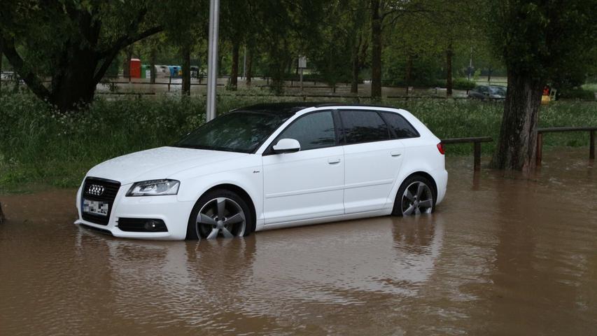 Viele Pkw teilten das gleiche Schicksal während des Hochwassers.