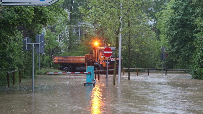 Starke Regenfälle waren den massiven Überschwemmungen in Teilen Ansbachs vorangegangen.