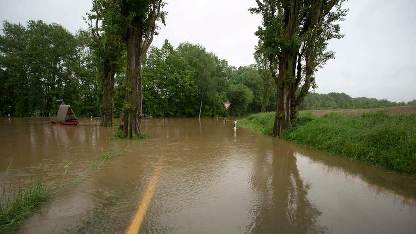 Auch die Verbindungsstraße zwischen Atzenhof und Ritzmannshof ist nicht befahrbar.