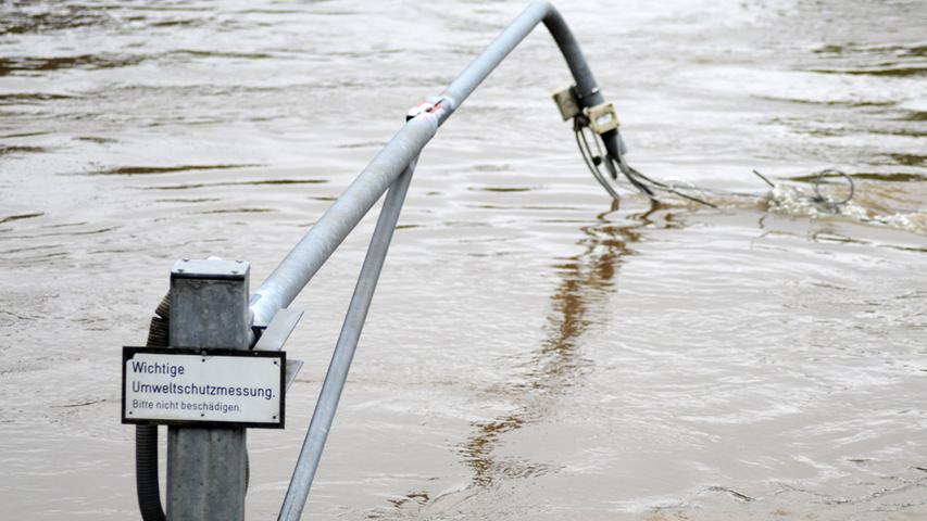 Eine Umweltmessstelle wurde von den Fluten mitgerissen.
