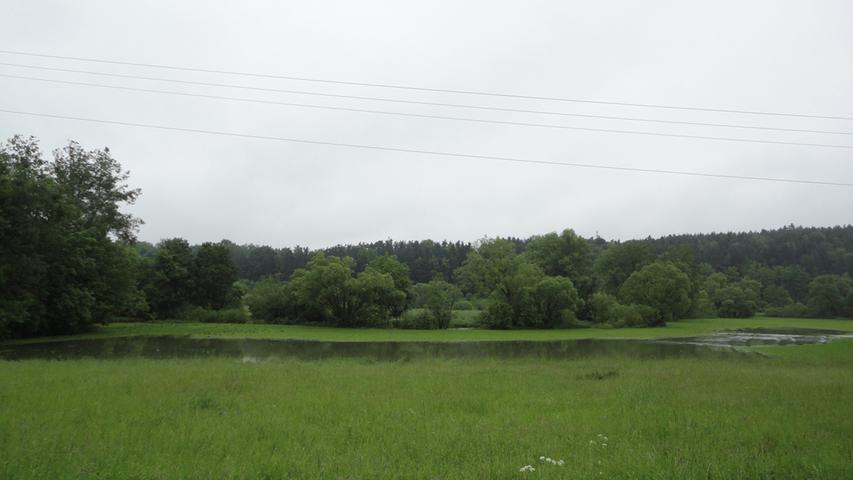 Zwischen Schwarzenbruck und Burgthann überschwemmte...