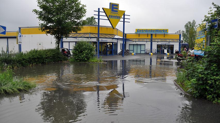 ...Supermarktes in eine Seenlandschaft.