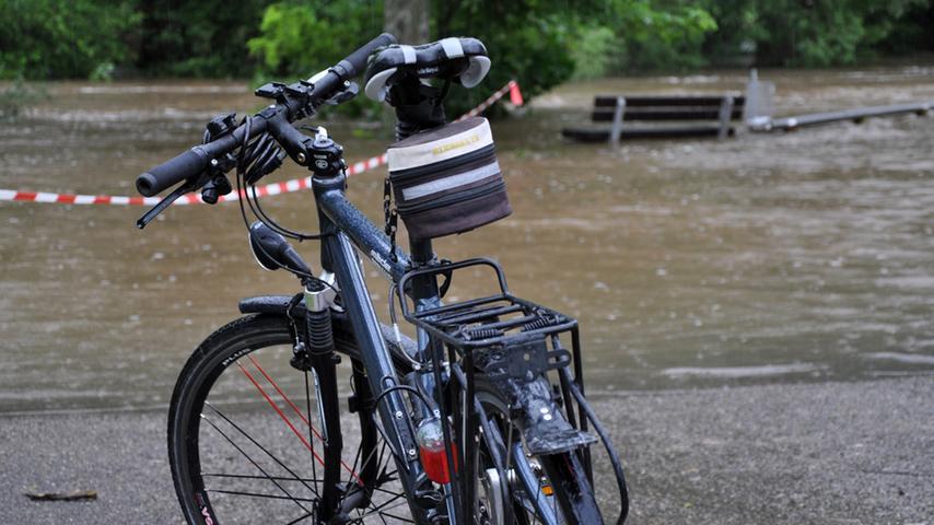 ...Fahrrad war einem bei den Wassermassen wirklich geholfen, wenn man schnell vorankommen wollte.