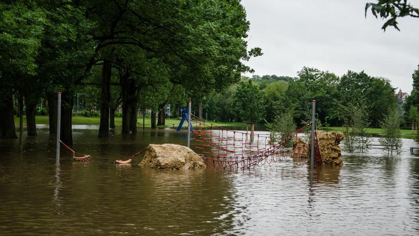 Am Fürther Friedhofweg gibt es inzwischen einen Wasserspielplatz.