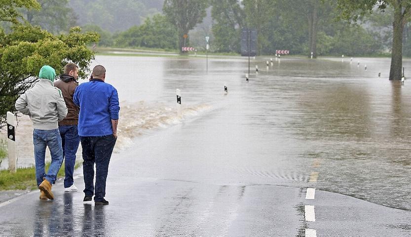 Die Hochwasserlage in Fürth ist noch angespannt. Der Regen hat die Talauen in eine Seenlandschaft verwandelt, die Stadt wurde aber vor Schlimmerem verschont.
