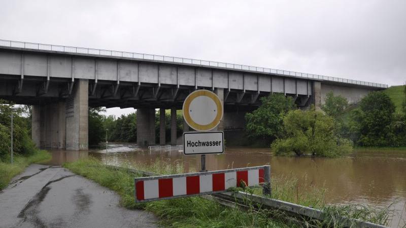 Auch die Zenn trat bei Flexdorf deutlich über die Ufer. Leserin Gisela Koch hielt das mit ihrer Fotokamera fest.