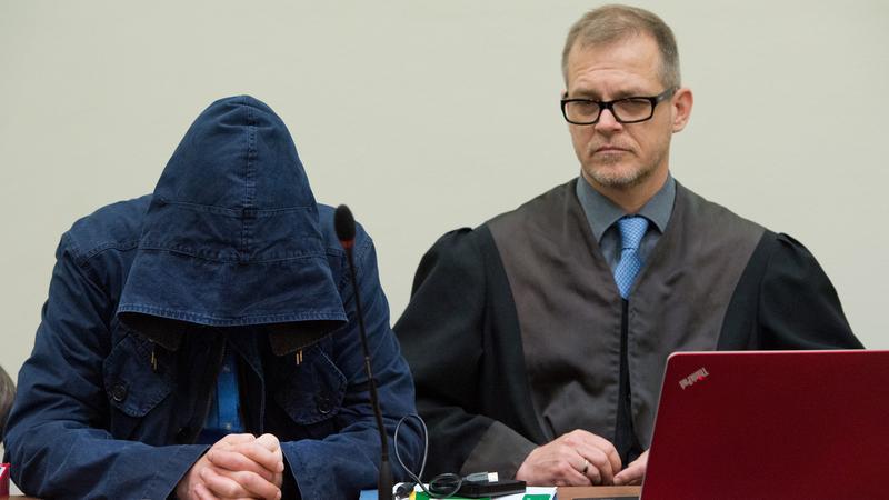 An den Tagen fünf und sechs des Prozesses stand der Angeklagte Carsten S. im Fokus: Er erklärte, wie er in die Taten der NSU verstrickt war. Der längst aus der Neonazi-Szene ausgestiegene 33-Jährige soll die Mordwaffe besorgt haben.
