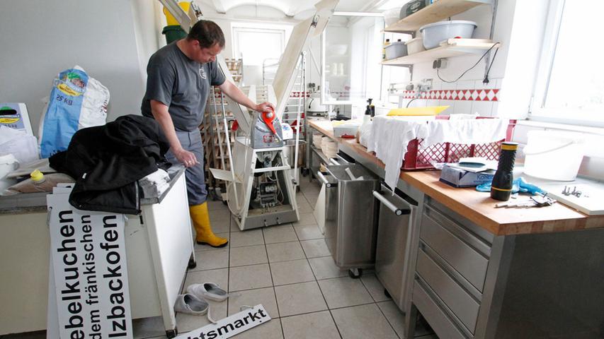 In der Bäckerei der Laufer Mühle ist an normale Arbeit derzeit noch nicht zu denken.