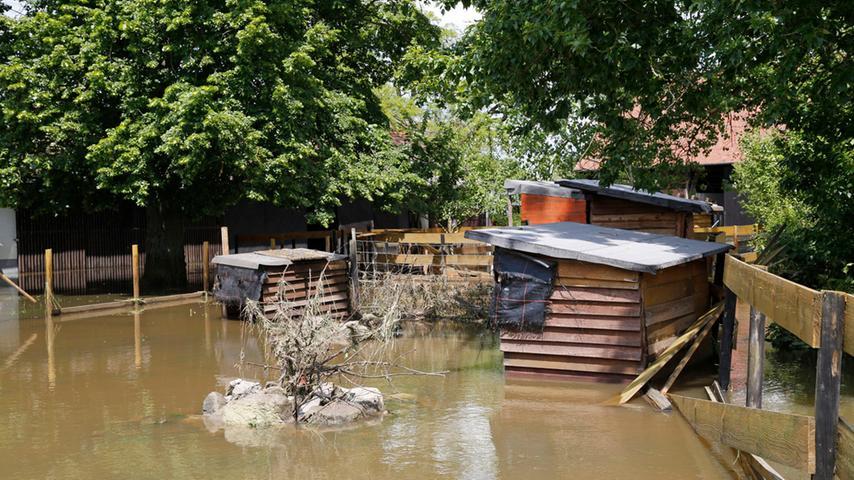 Das Landwirtschaftsgelände steht immer noch unter Wasser.