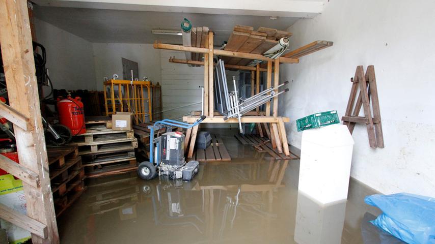 Das Hochwasser am ersten Juniwochenende hat in der Laufer Mühle massive Schäden hinterlassen - wie hier steht mancherorts noch immer Wasser.