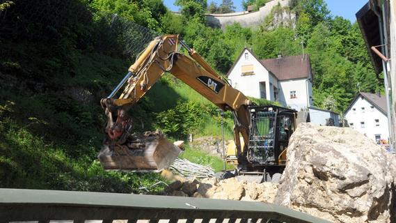 Schweres Gerät und Markus Söder: Neuhaus räumt auf