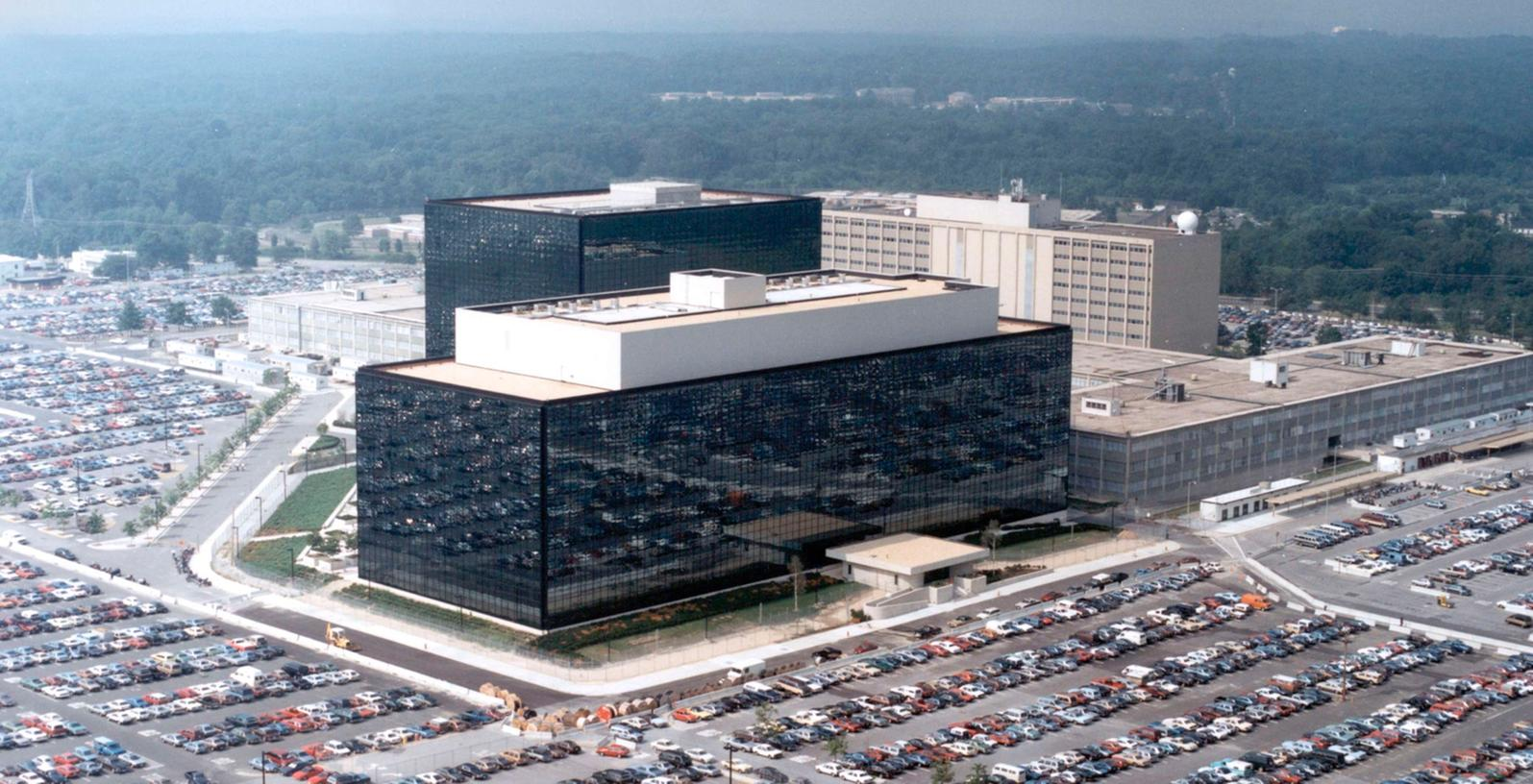 Dem Bundesnachrichtendienst (BND) wird vorgeworfen, im Auftrag des US-Geheimdienstes NSA europäische Politiker und Unternehmen mit Hilfe der Liste ausspioniert zu haben.