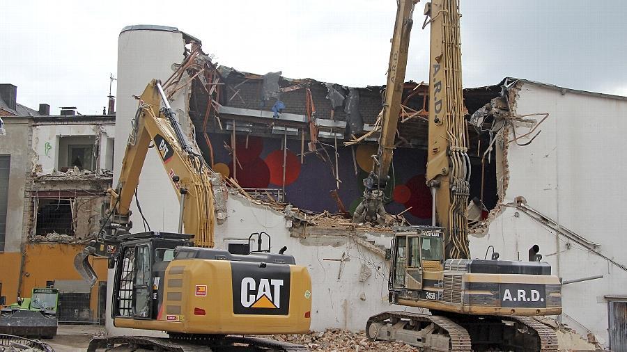 Während die Arbeiten am Einkaufsprojekt mit dem Abriss des City-Kinos in Schwung kommen,