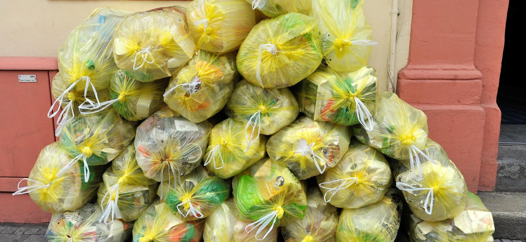 Gelbe Säcke dürfen laut neuer Satzung erst ab 18 Uhr am Vortag der Abholung auf Nürnbergs Straßen gestellt werden.