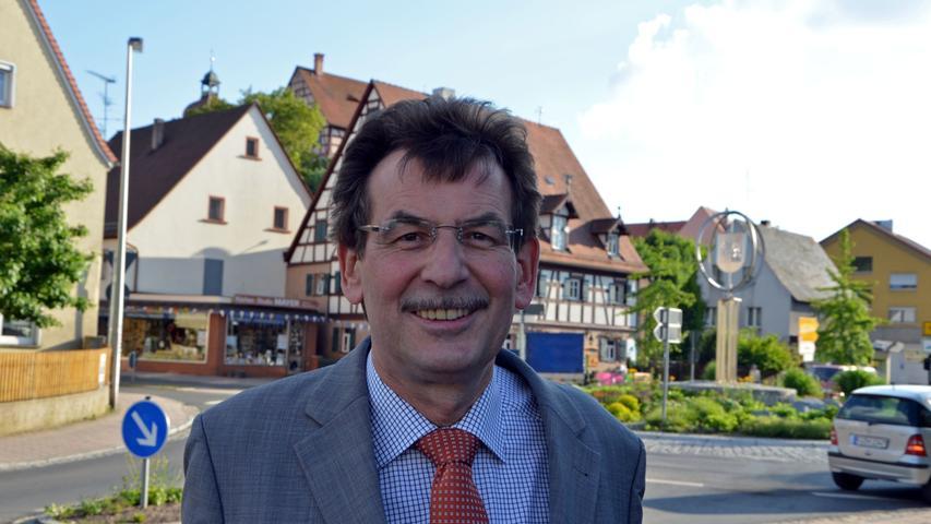 Johann Völkl gehört zu den Siegern in der SPD, denn der Roßtaler Bürgermeister hatte auf das Führungsduo Walter-Borjans/Esken gesetzt. Gut fühle er sich, sagt der Kommunalpolitiker, er habe im Gegensatz zu vielen anderen mit dem Erfolg gerechnet. Denn die beiden durften auf Stimmen aus dem Lager der zuvor ausgeschiedenen linken Bewerber zählen. Ob die SPD nun automatisch die GroKo sausen lässt – das hänge zum einen von der Stimmung beim Bundesparteitag ab, zum anderen davon, wie sich bei ihrem Treffen Bundestagsfraktion und Parteipräsidium positionieren. Außerdem dürfe man eines nicht vergessen: Immerhin ein Viertel der Mitglieder haben in der Stichwahl für Scholz und Geywitz gestimmt: