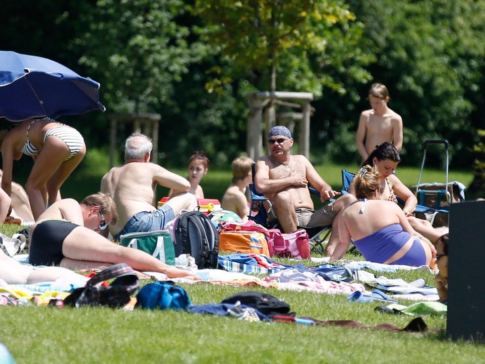 Nuernberg, 16.06.2013..Sommerwetter im Westbad, das erste richtige  Freibadwochenende, ..Ressort: Lokales Foto: Stefan Hippel ..