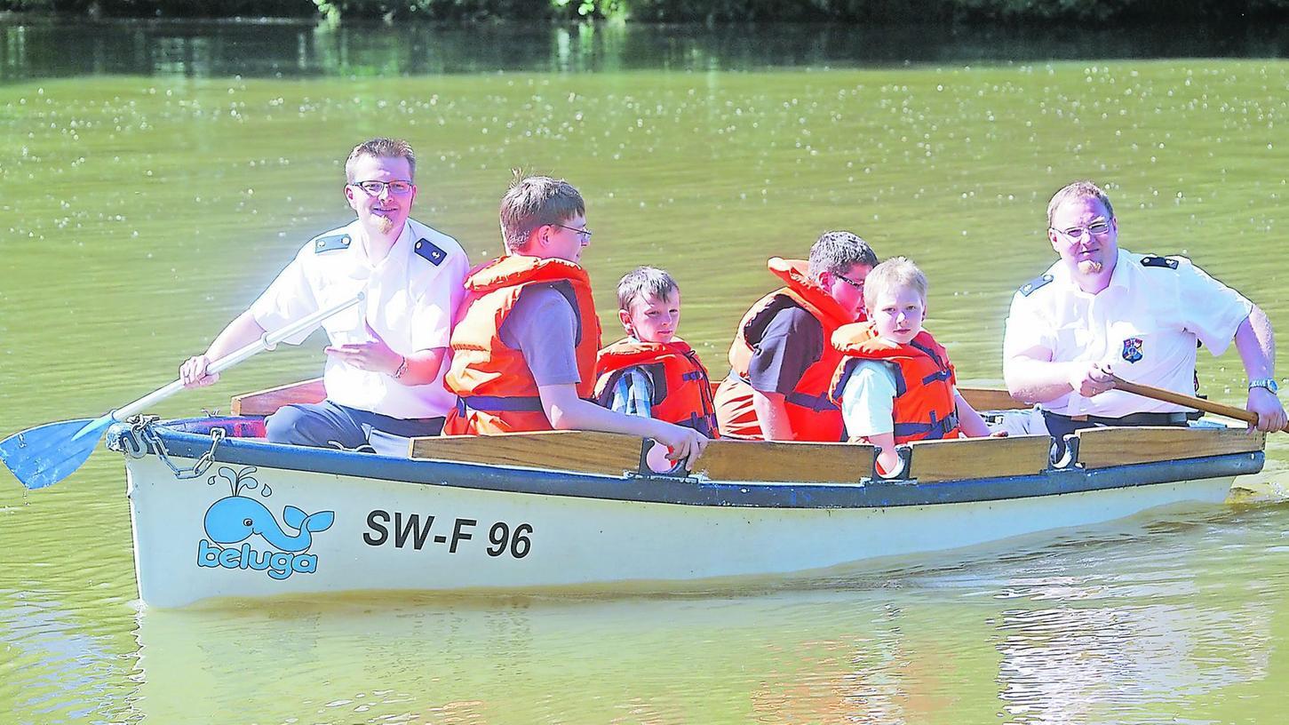 Zum Bootfahren lud die Marinekameradschaft ihre Gäste ein, wenn auch nicht auf dem Meer.