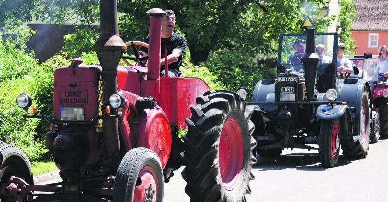 Teilweise in authentischer Lackierung und mit deutlichen Gebrauchsspuren wurden die historischen Traktoren bei der Ausfahrt der Schlepperfreunde Oberer Zenngrund präsentiert.