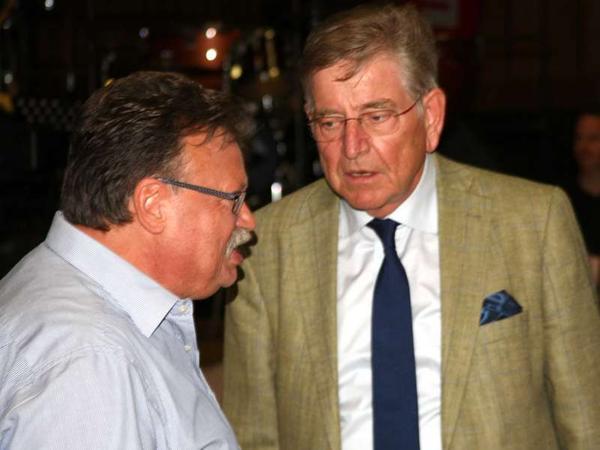 Erfuhr vom ehemaligen Kultusminister und amtierenden Präsidenten des Bayerischen Musikrates, Dr. Thomas Goppel, höchste Anerkennung: Chorleiter Dieter Weidemann (l.).