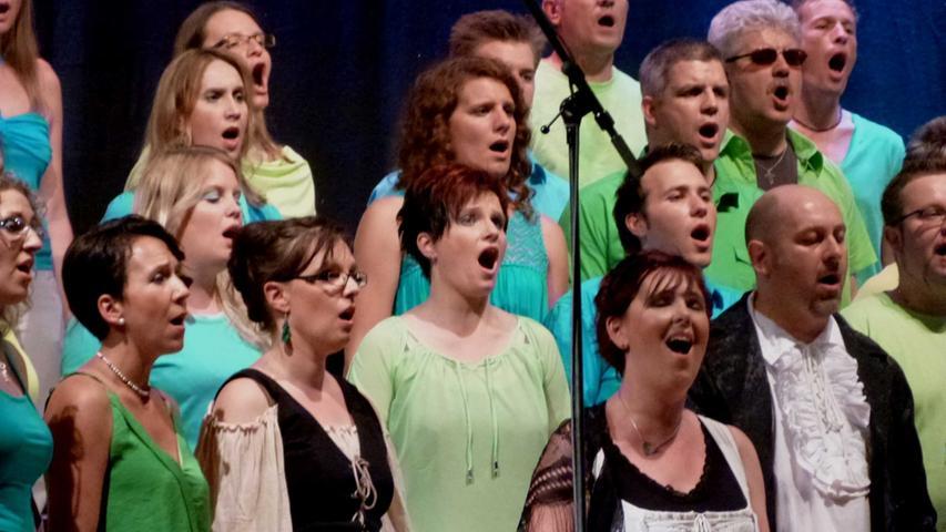 """Mit ausgezeichneten Solopartien bildete ein Medley aus dem Musical """"Les Miserblés"""" den abschließenden Höhepunkt des Programmes..."""