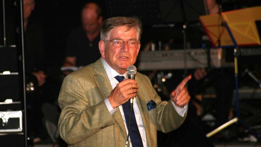 Der ehemalige Kultusminister Dr. Thomas Goppel moderierte launig den Song über den Tag im Leben eines Narren an und sah diesen auf sich gemünzt.