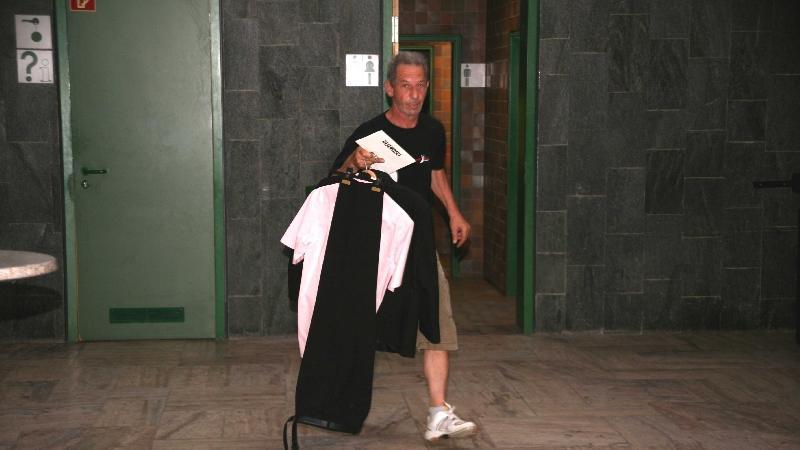 """...und sich der Hausmeister der Markgrafenhalle - """"ein Juwel"""" - als Garderobier betätigte."""