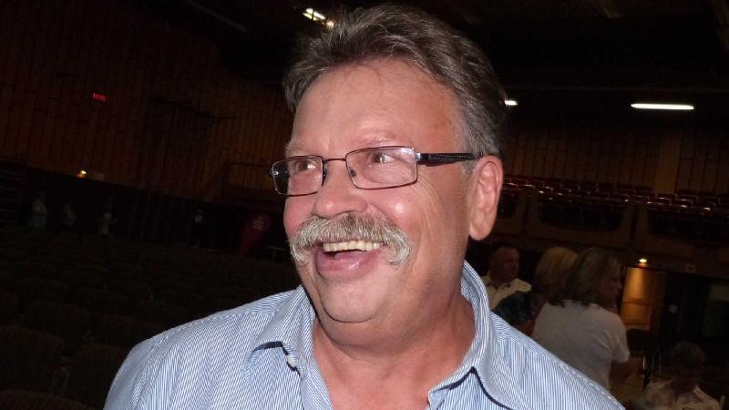 Auch Chorleiter Dieter Weidemann ging durch die Maske, die dem Schnauzer eine schwungvolle Note verlieh.