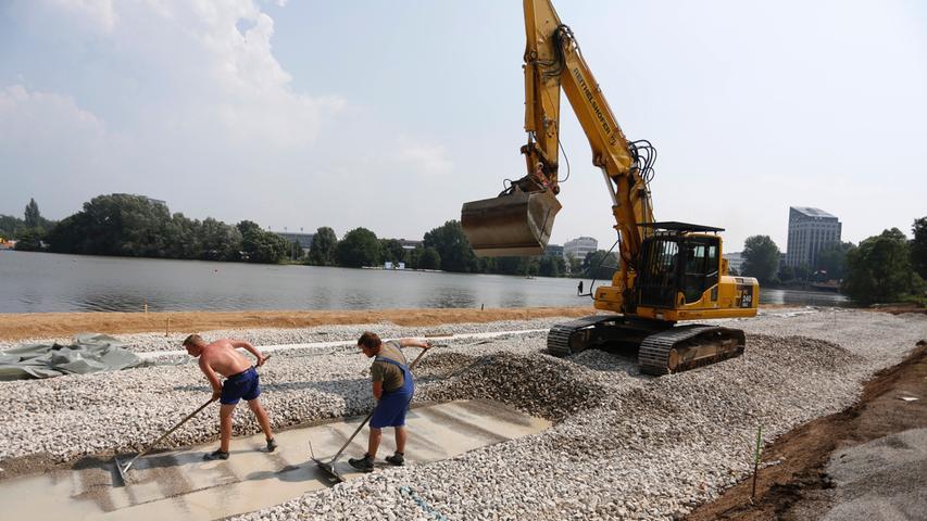 Nach drei Monaten Bauzeit wurde im Sommer 2013 erstmals der Stadtstrand am nördlichen Ufer eingeweiht. Badespaß blieb aber auf Grund schlechter Wasserqualität aus. Inzwischen ist der Sandstrand um 120 Meter auf deren 250 verlängert worden.