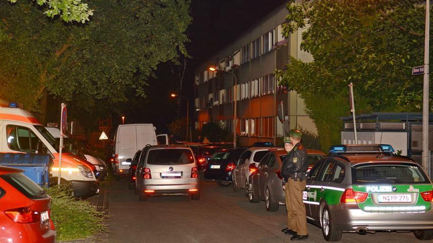 Am Abend zuvor hatten die Nachbarn der Frau die Polizei verständigt,...