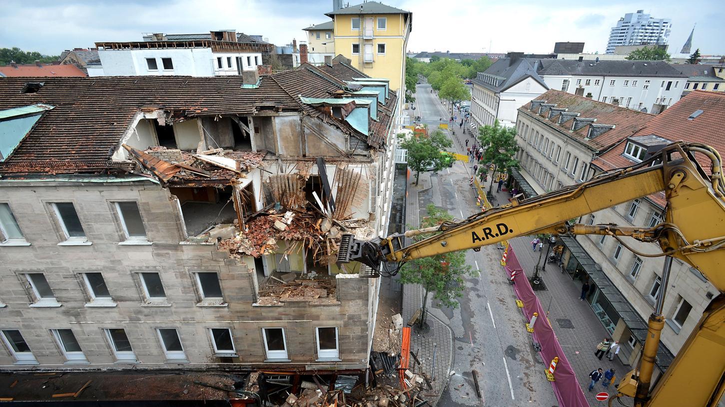 Der Abriss des Fiedler-Gebäudes hat begonnen.