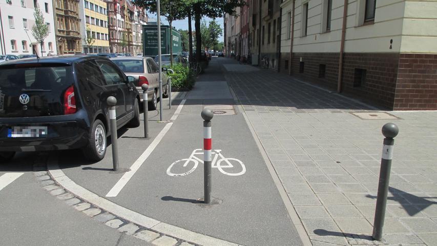 Das Parken vor Kreuzungen und Einmündungen soll in einem Abstand von fünf Metern vom Beginn der