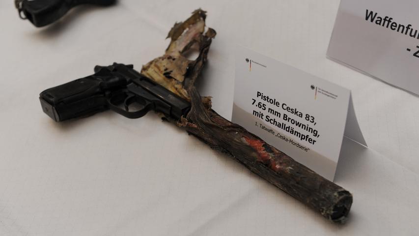 Der Angeklagte Carsten S. soll den NSU-Terroristen ihre wichtigste Waffe besorgt haben. Doch gerade bei der Identifizierung der