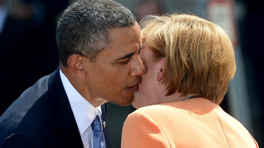 ...der Kuss von US-Präsident Barack Obama und der Bundeskanzlerin Angela Merkel vor zwei Wochen in Berlin. Aber der wohl berühmteste Kuss der Politik...