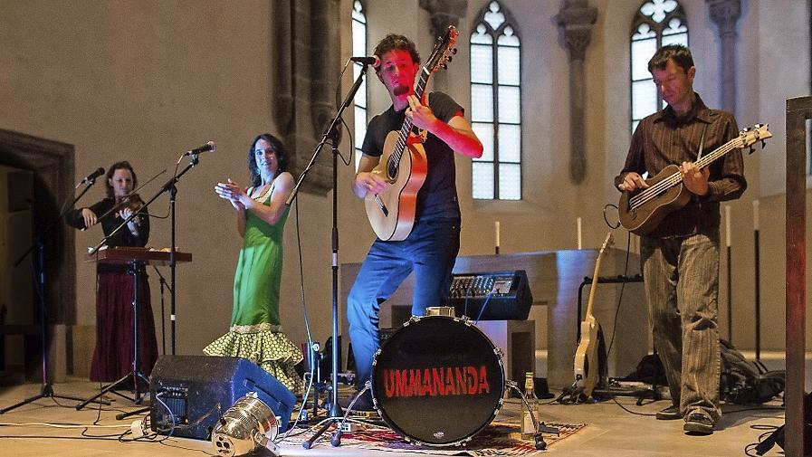 Ummananda um Martin Stüllein (2. von rechts) bei einem Auftritt kürzlich in der Klara-Kirche.