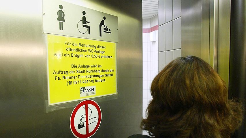 Zuletzt sammelten Klo-Aktivisten in Nürnberg Unterschriften für mehr öffentliche Toiletten. (Symbolbild)