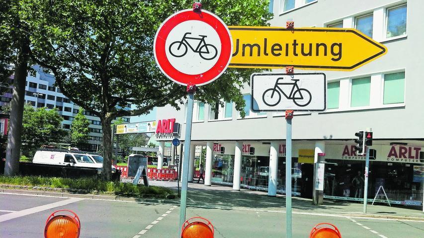 Ist eine Strecke für Fahrzeuge oder Fahrräder gesperrt und man befährt sie trotzdem, kostet das 15 bis 30 Euro - je nachdem, ob jemand gefährdet wurde.