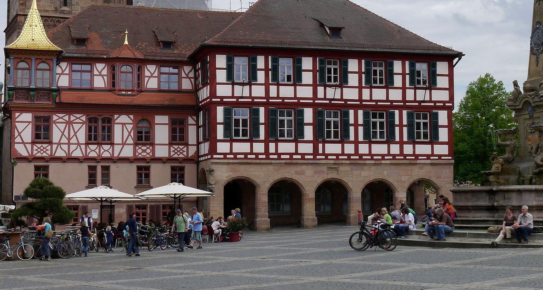 Am Samstag sammeln die Freien Wähler vor dem Schwabacher Rathaus Unterschriften: 25000 Stück brauchen sie, um ein Volksbegehren einreichen zu können, dessen Forderung die Wahlfreiheit zwischen G9 und G8 ist.