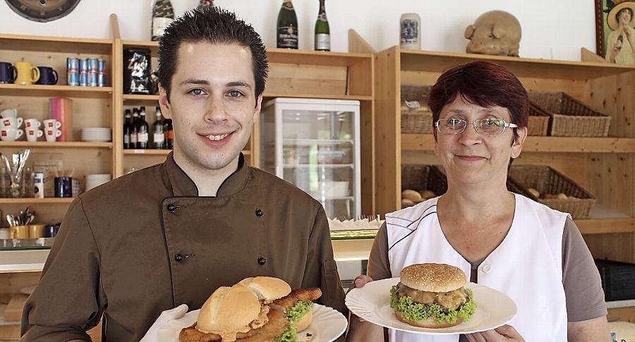 Ein Koch und seine Chefin: Dominik Mendez und Gabriele Herrmann präsentieren ihr Angebot.