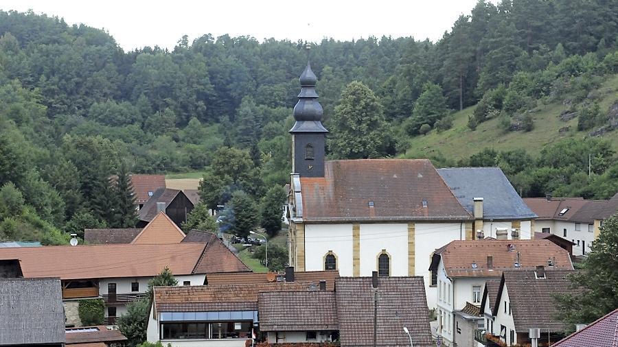 Bei den Orten unter 600 Einwohner errang Oberailsfeld einen zweiten Preis. Die große Kirche erscheine im kleinen Ort wie ein Dom, so die Wertungsrichter.