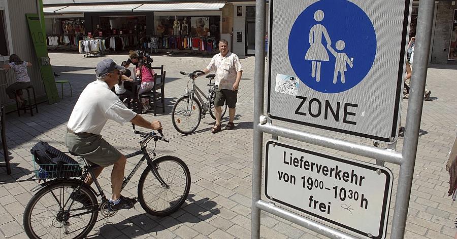 Ab Januar 2011 ist es möglich: Das seit vielen Jahren heftig umkämpfte Radeln während der Lieferzeiten von 19 Uhr bis 10.30 Uhr in der Fürther Fußgängerzone.