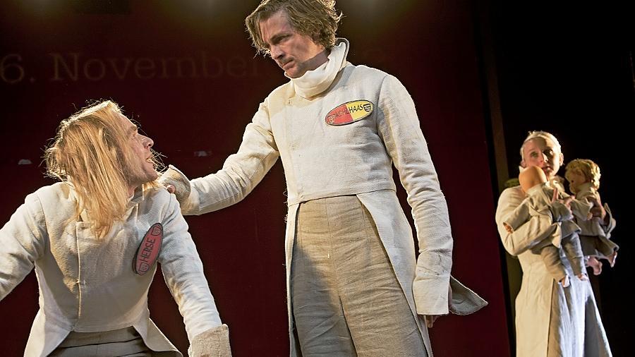 """Darf man das Recht in die eigene Hand nehmen?: Szene von den Proben zu """"Kohlhaas 05/10"""" im Theater in der Garage."""